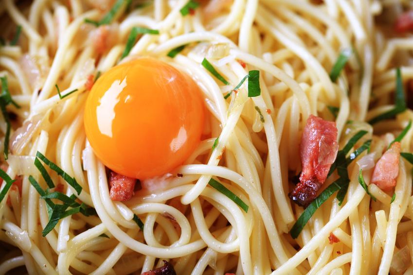 spaghetti 224 la carbonara recette des spaghettis carbonara sans cr 232 me comme en italie par