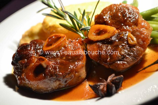 Jarret de porc caram lis sauce au vin cuit par l 39 eau la - Cuisiner le collier de veau ...