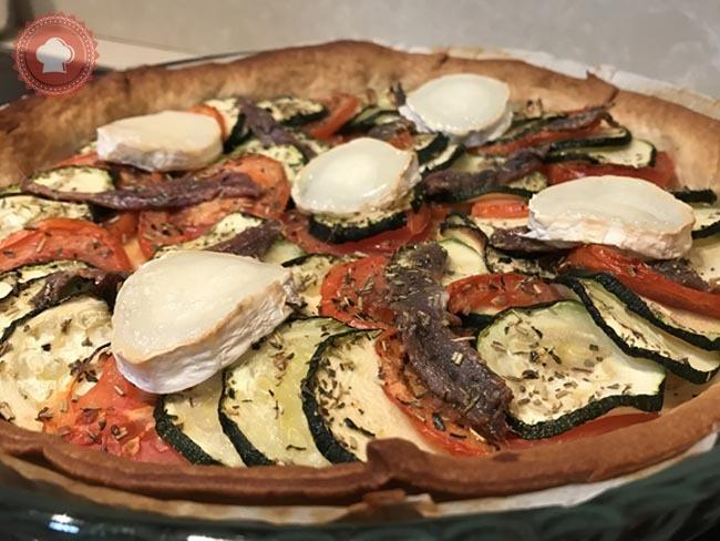 tarte sal e courgettes tomates anchois et ch vre recette par les gourmandises de kimaya. Black Bedroom Furniture Sets. Home Design Ideas