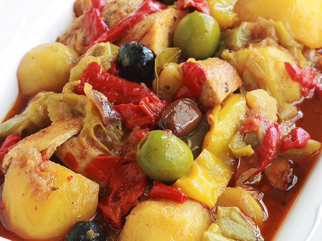 poulet aux poivrons pommes de terre et olives en sauce tomate recette par cuisine culinaire. Black Bedroom Furniture Sets. Home Design Ideas