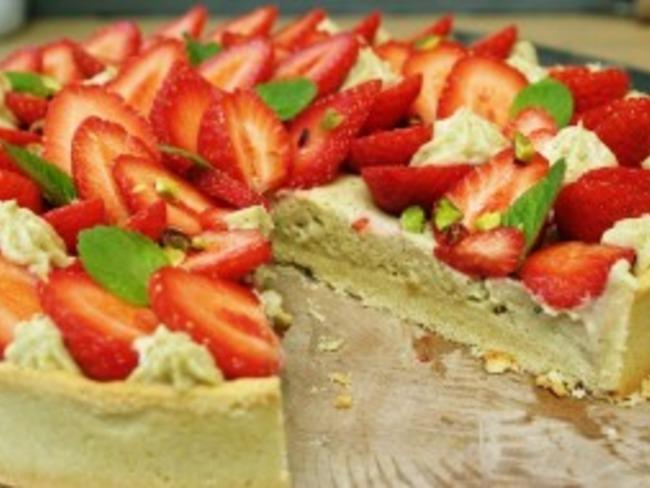 tarte aux fraises chiboust pistache et p 226 te sabl 233 e amande par le go 251 t l odeur
