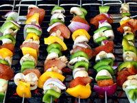 Brochettes sur un barbecue