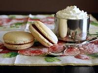 Macarons et chocolat viennois