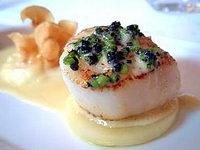 Saint-jacques sautée ciboulette et caviar en entrée pour le réveillon