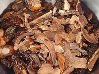 Morilles et cèpes séchés