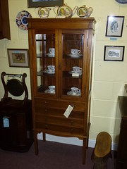 mahogany display cabinet with 4 drawers
