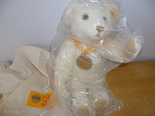 Steiff 654701 - Millenium bear - new in packet
