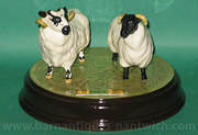 Beswick Ewe  I on ceramic plin