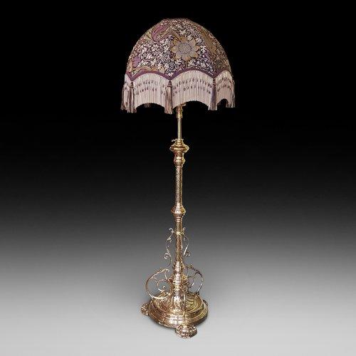 Victorian Brass Extendable Standard Oil Lamp