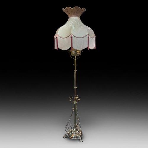 Victorian Brass Extending Oil Lamp