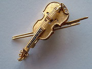 Gold Violin Brooch set with Di