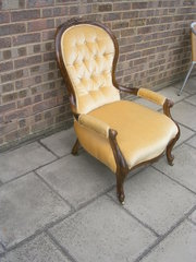 Gents open armchair