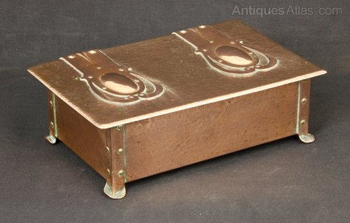 Cambray Ware Arts & Crafts Copper Box c1910