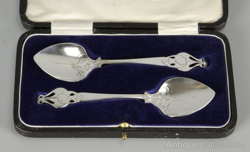 Pair of Cased Art Nouveau EPNS Silver Spoons c1920