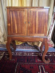 Padouk Collectors cabinet c180