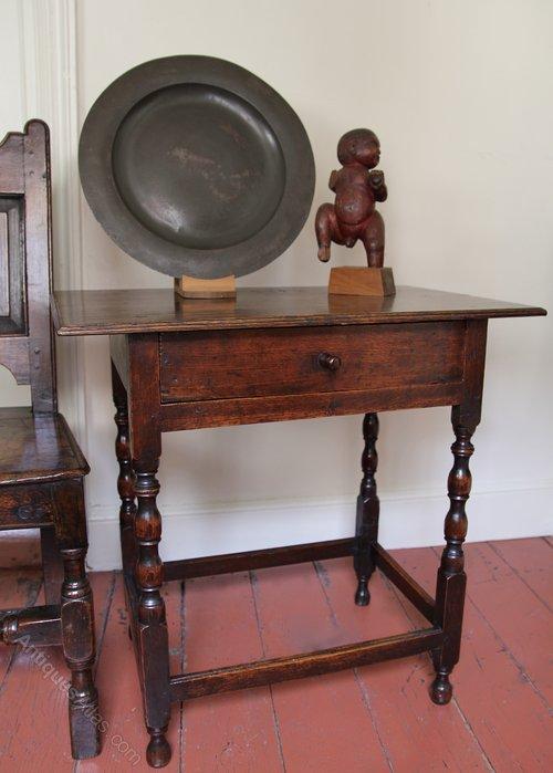 Early 18th Century Oak Side Table V86
