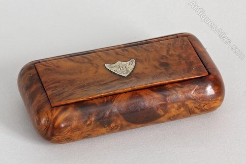 Regency Burr Mulberry Snuff Box.
