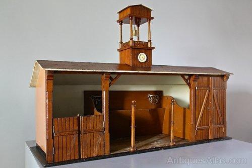 Vintage Wooden Childs Toy Stable Model. U851
