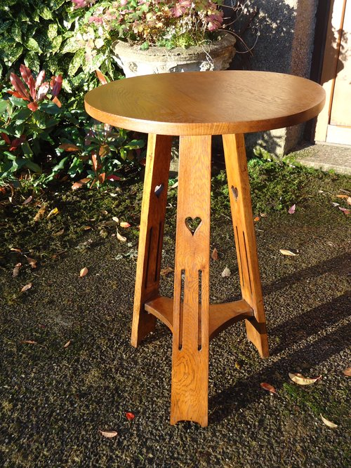 Arts & Craft oak table on a tripod base