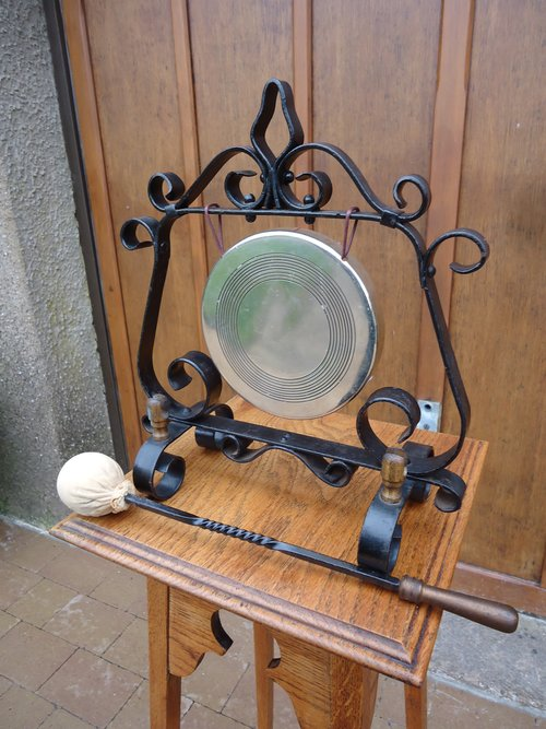 Arts & Crafts wrought iron and brass Gong