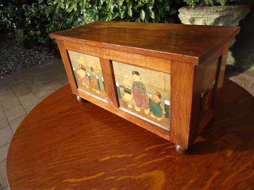 Arts & Crafts casket with Dutch children