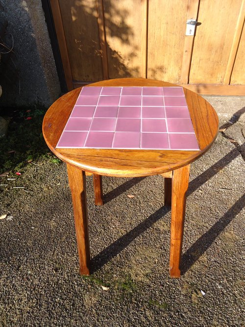 Arts & Crafts lilac tiled top round table