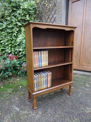 Arts & Crafts oak bookcase with adjustable shelves