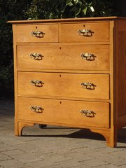 Arts & Crafts oak chest of drawers