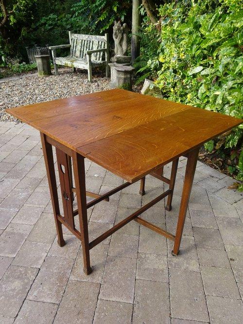 Arts & Crafts oak drop leaf table - Liberty