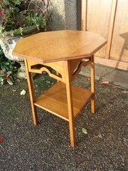 Arts & Crafts oak lamp table