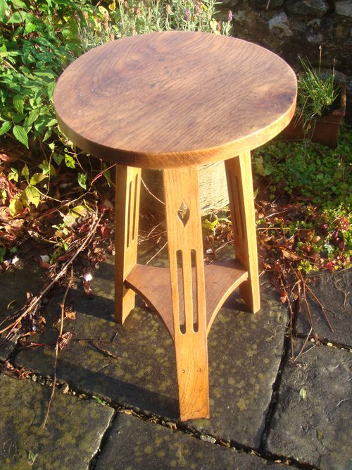 Arts crafts oak round side table on tripod base for Arts and crafts side table