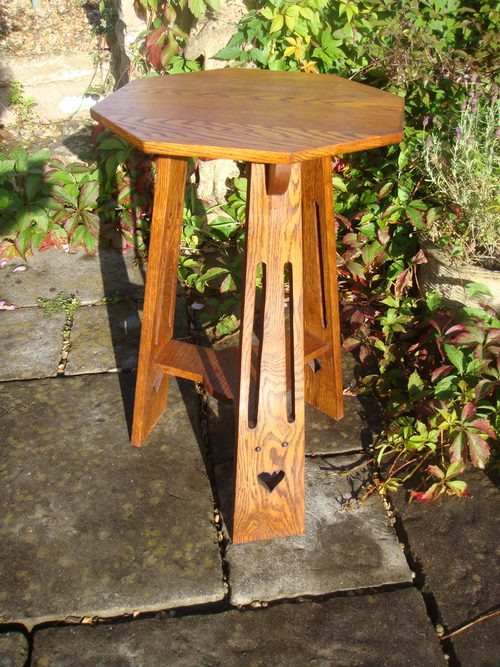 Arts crafts oak side table on a tripod base antiques atlas for Arts and crafts side table