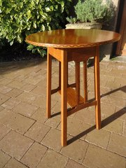 Lovely Arts & Crafts oak table with inlay