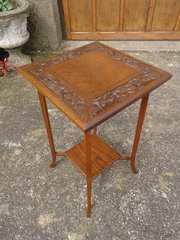 Pretty Arts & Crafts oak carved table