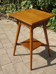 Small Arts & Crafts oak lamp table