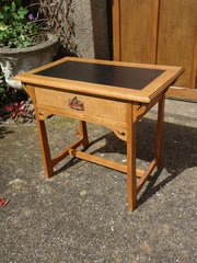 Small Arts & Crafts oak writing table