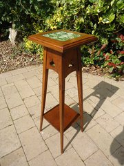 Small Arts & Crafts tiled top oak plant stand