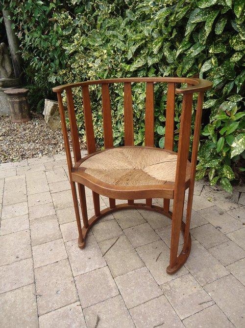 Stunning oak Arts & Crafts barrel chair