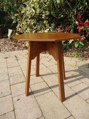 Sweet little Arts & Crafts oak side table