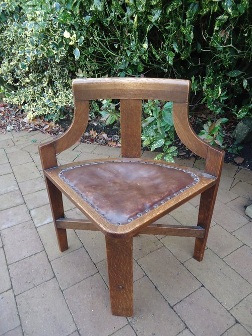 Very unusual Arts & Crafts oak corner chair