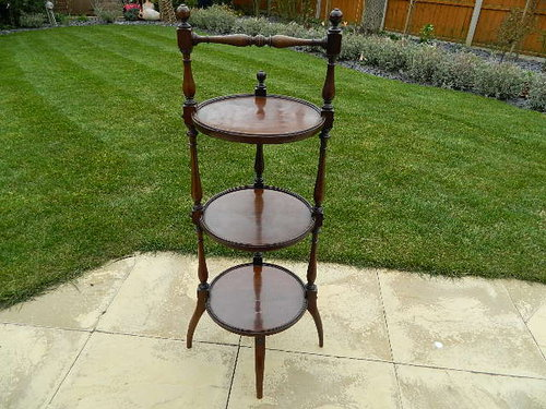 A superb Antique Mahogany Etagere from the 19th Ce