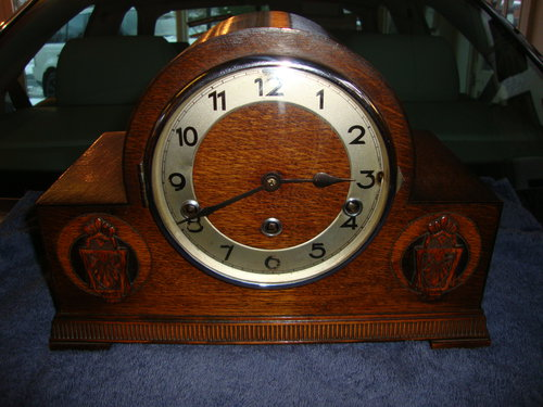 Circa 1938 Oak Art-Deco  mantle clock.