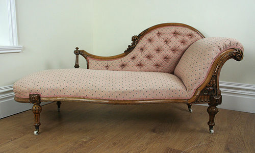 Victorian carved walnut pink chaise longue for Antique victorian chaise longue