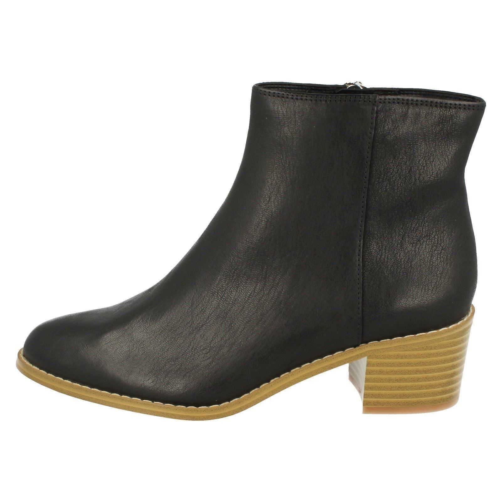 Ladies Clarks Ranch Style Ankle Boots *Breccan Myth*
