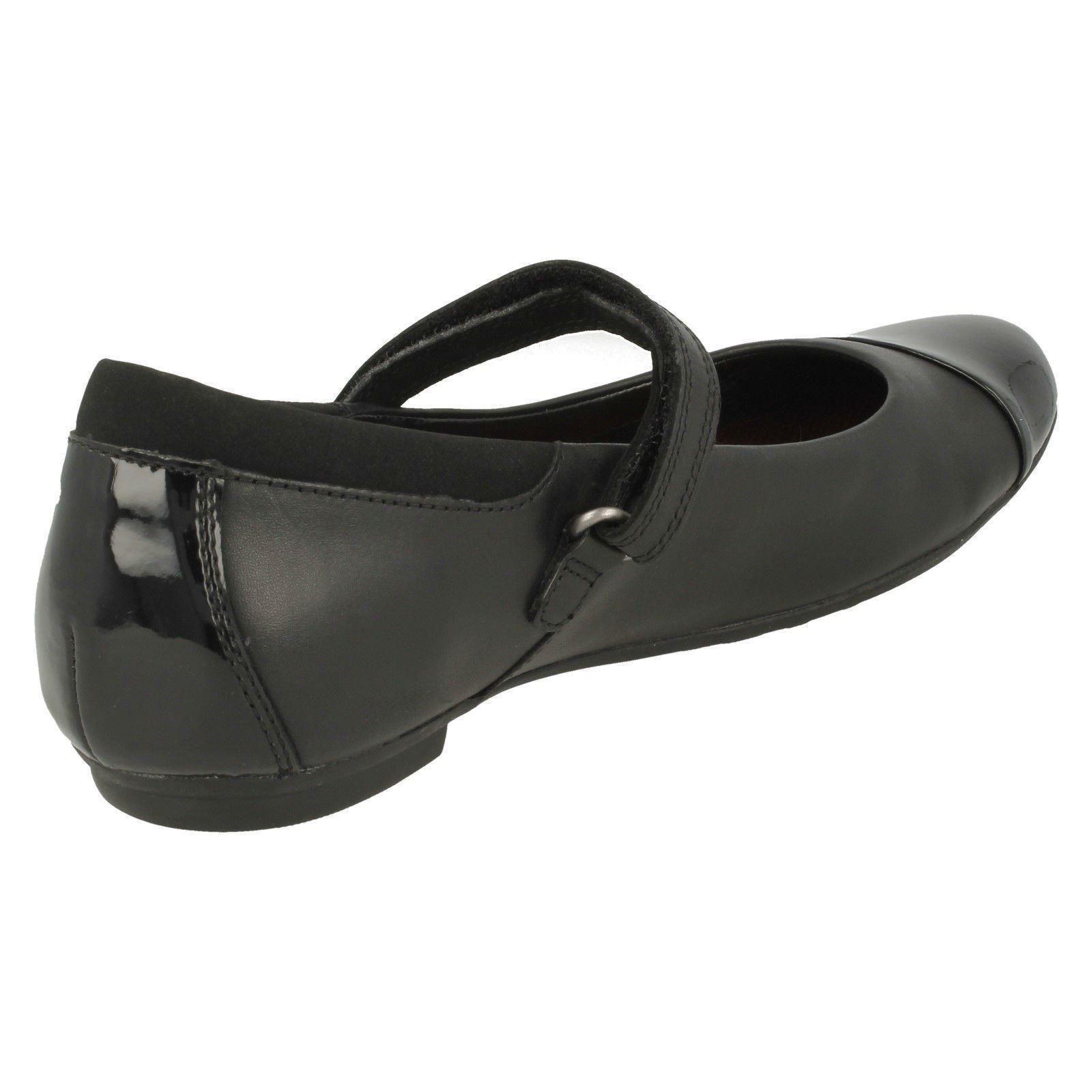 Girls Clarks MaryJane Style Hook /& Loop Fastening Leather School Shoes Tizz Talk