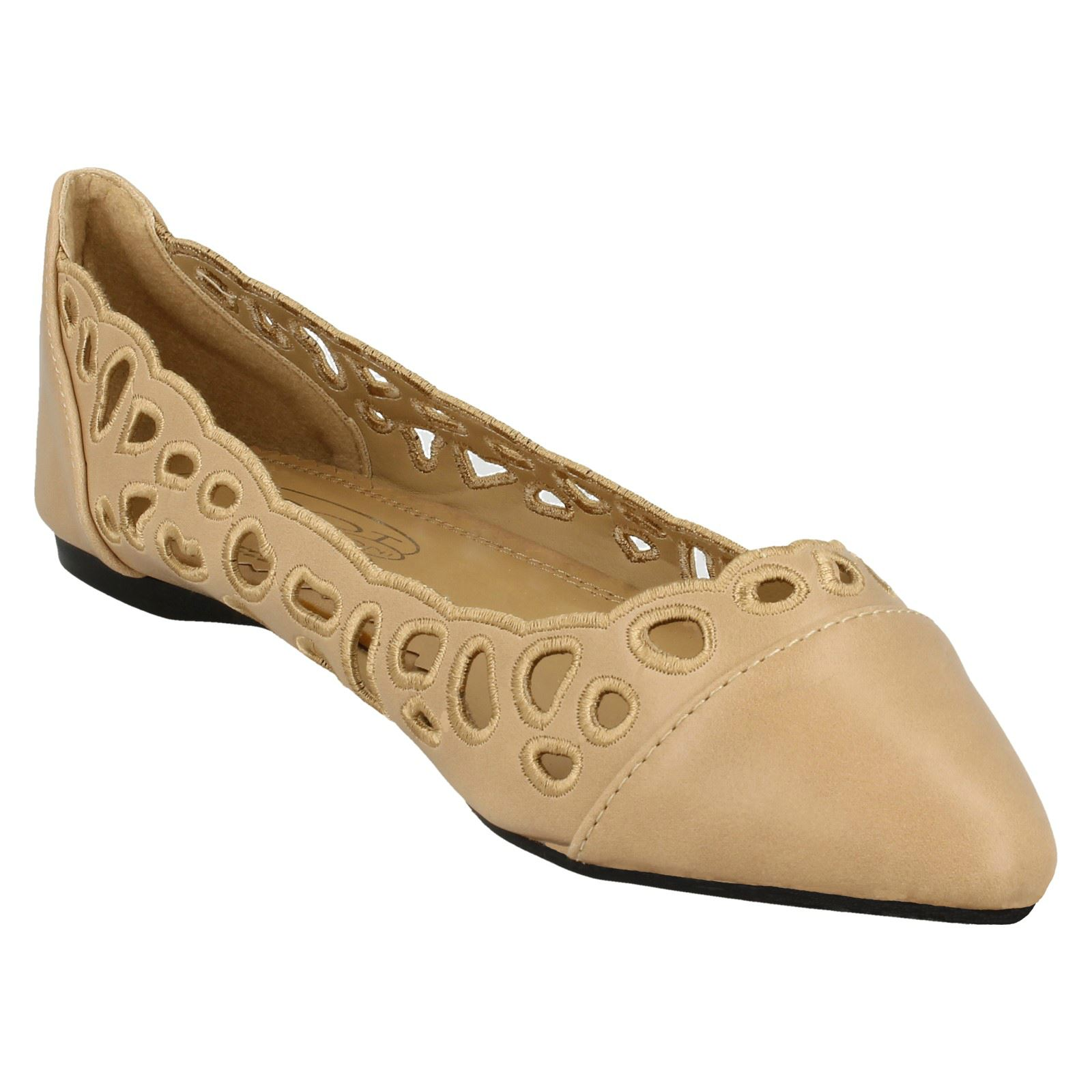 Ladies Spot On Flat Pointed Toe Cut Out /'Ballerina/'