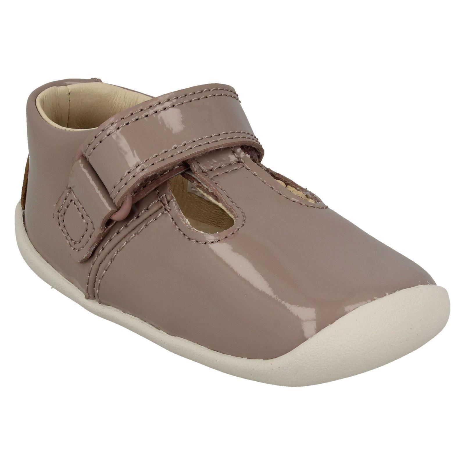 /'Girls Clarks T-Bar/' First Shoes Roamer Go