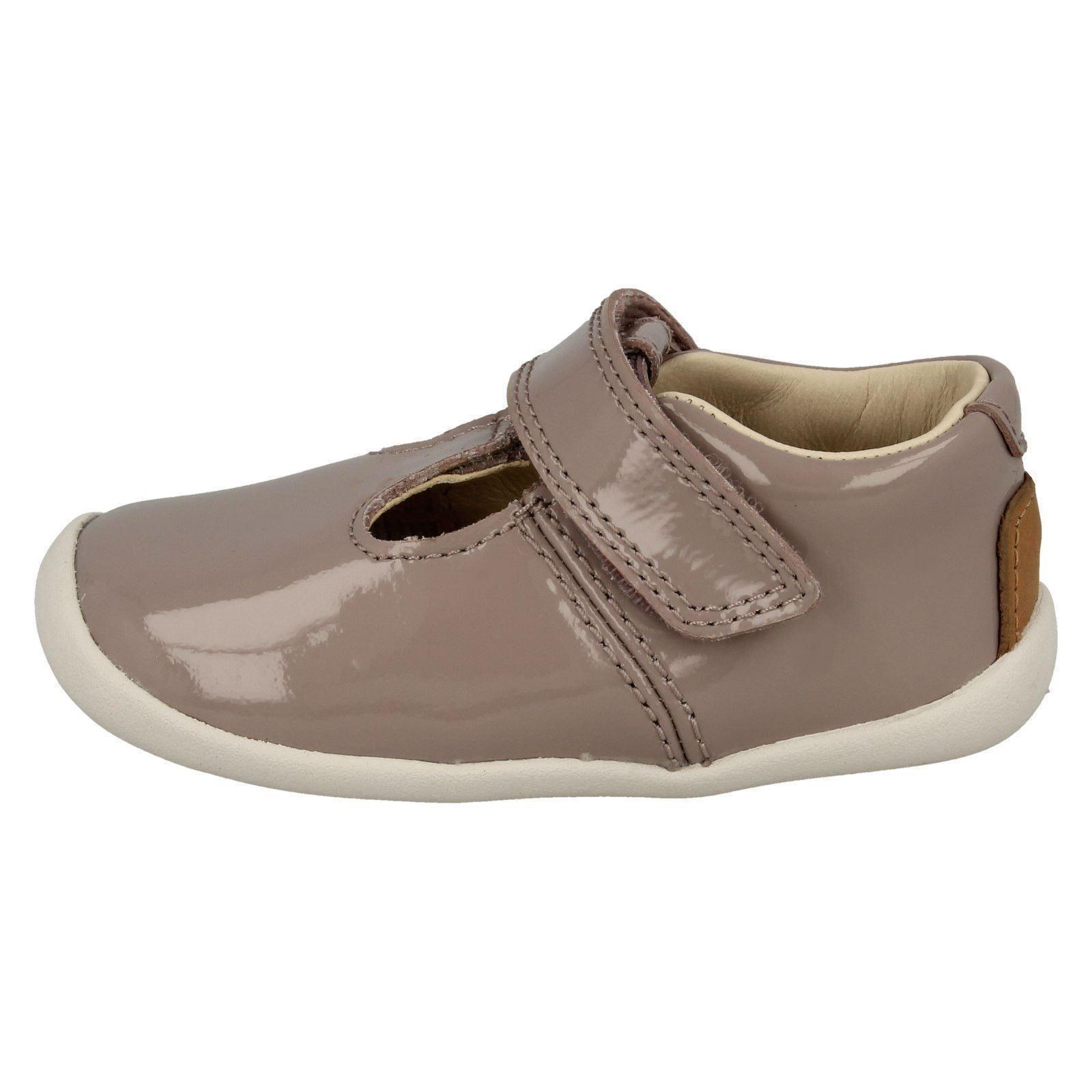 """Filles Clarks T-Bar First Shoes /""""Roamer aller/"""""""