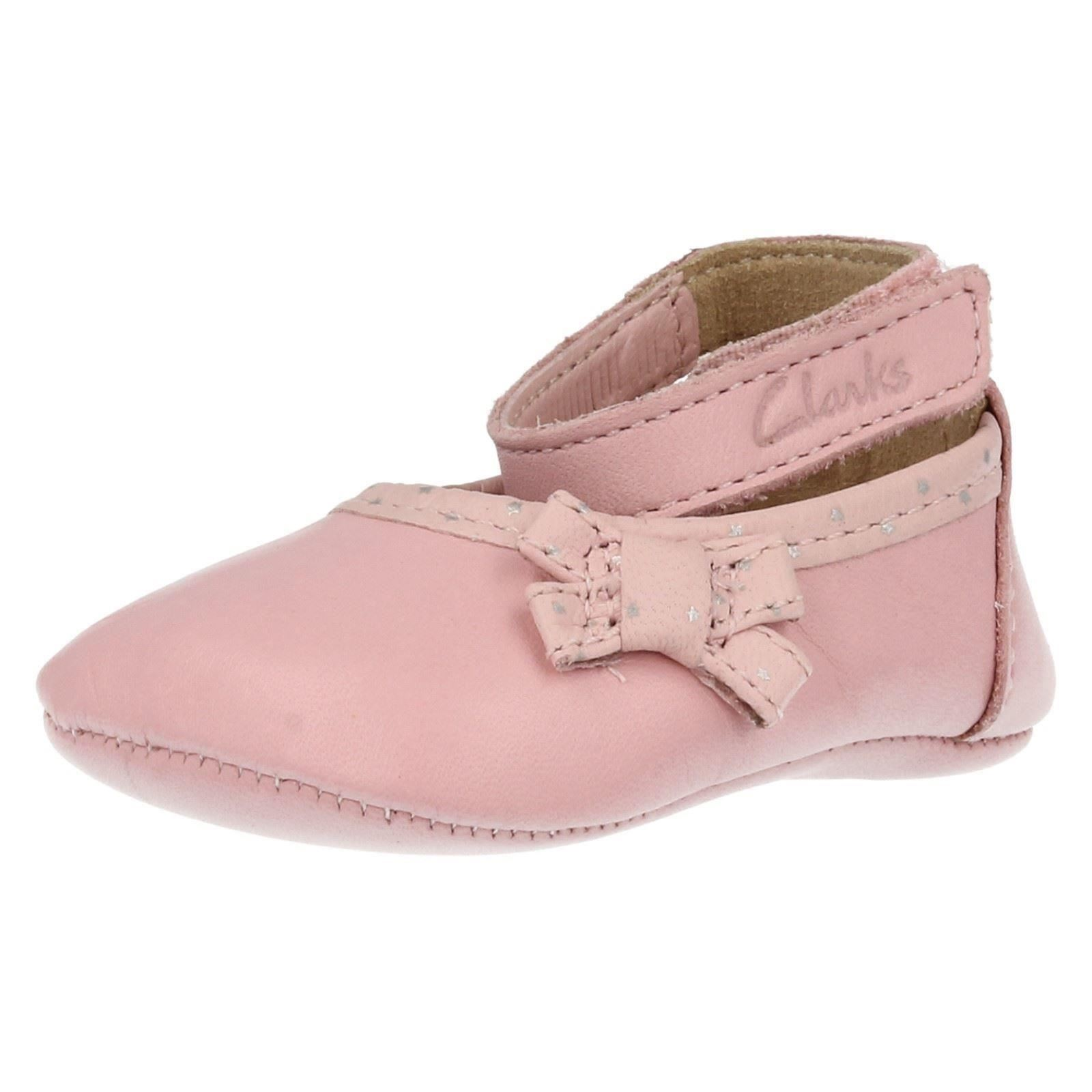 Old fashioned baby shoes 28