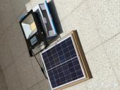 كشاف 100 واط على الطاقة الشمسية